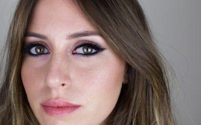 Eyeliner con toque lila